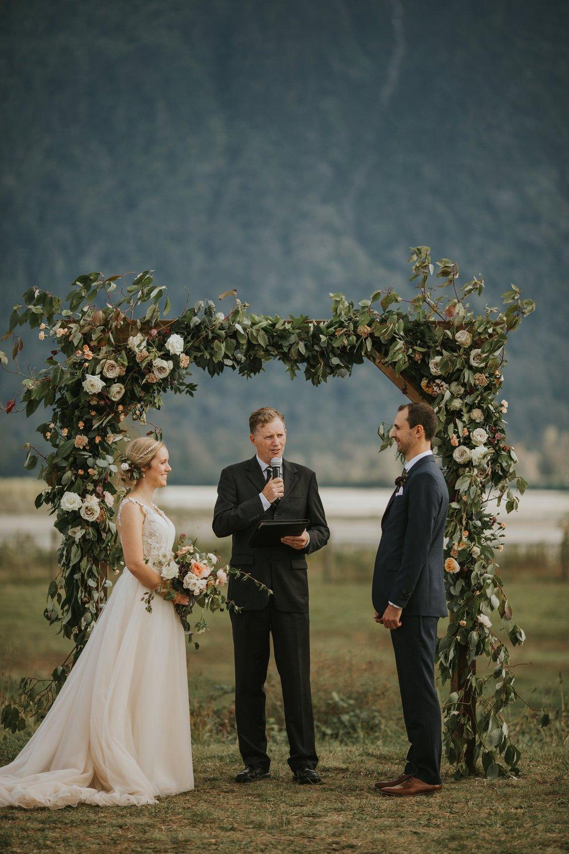 danaea_li_photography_Stephanie_Jon_Fraser_River_Lodge_Wedding_0048.jpg