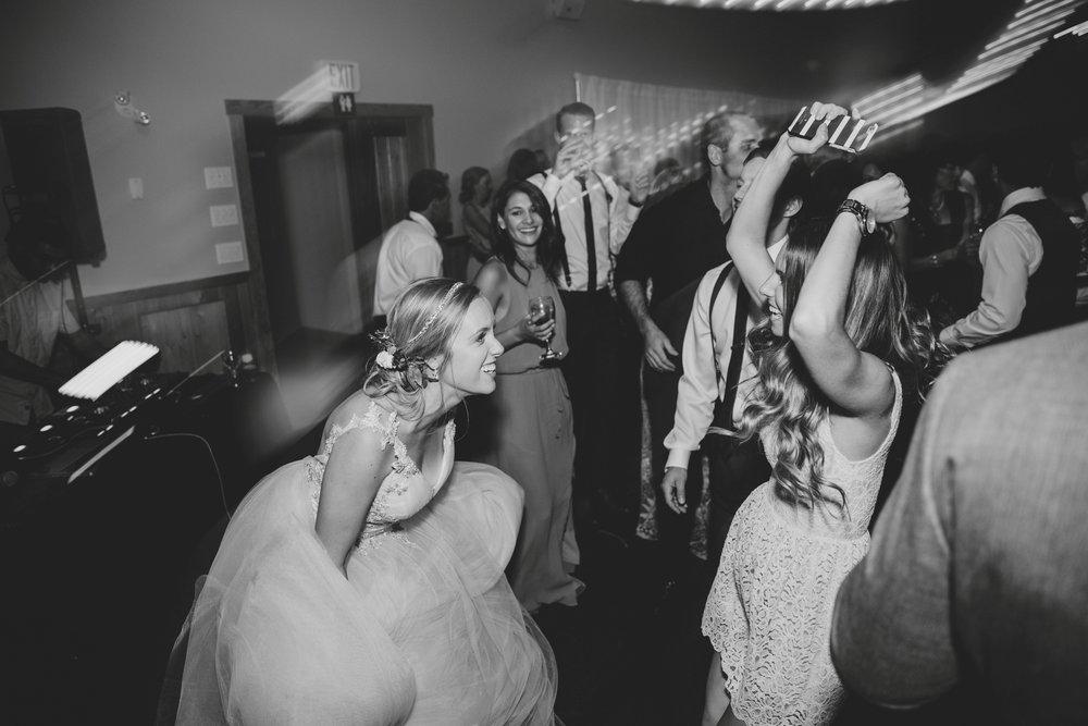 danaea_li_photography_Stephanie_Jon_Fraser_River_Lodge_Wedding_0104.jpg