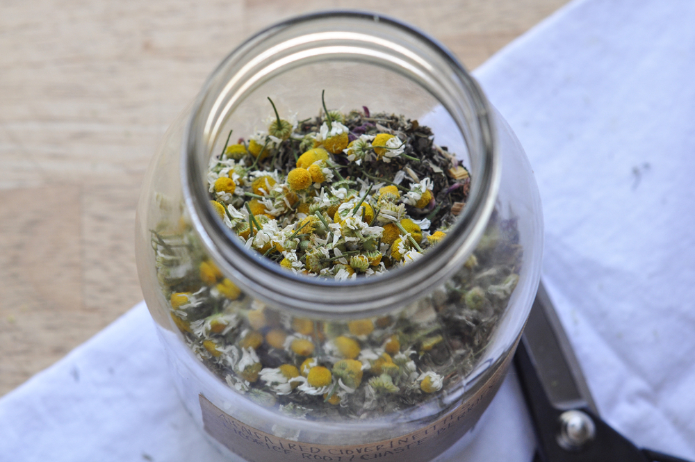 Freeandnative_chamomile_tea_blend_4.jpg