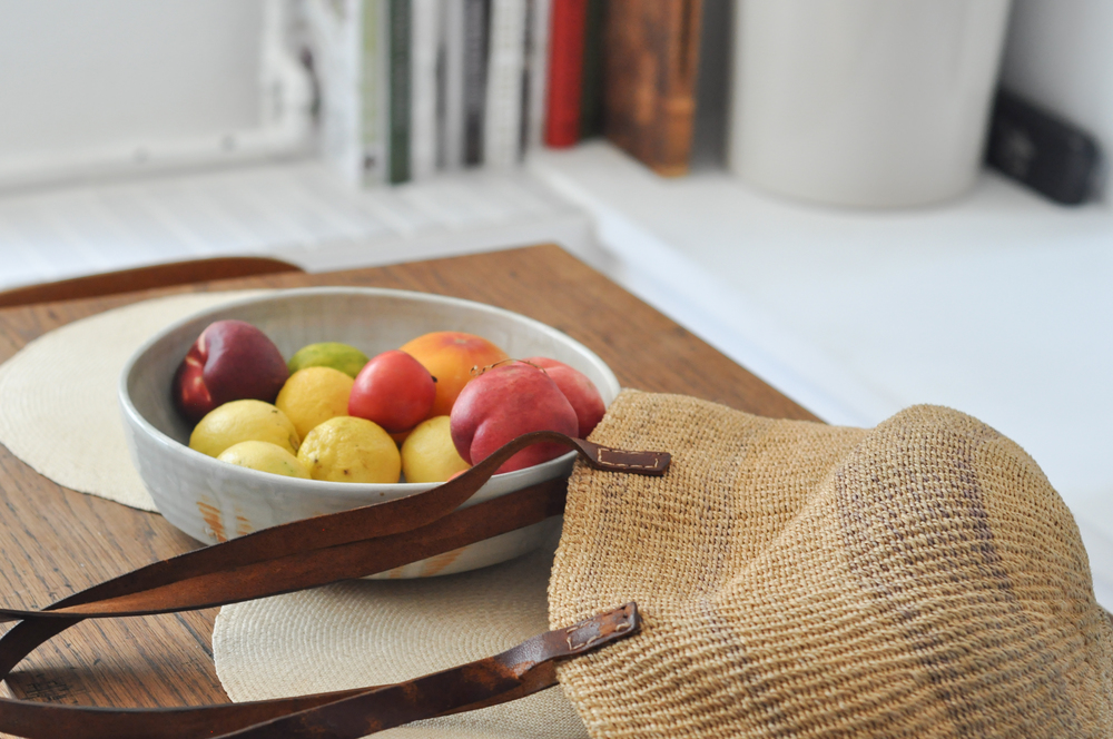 free-and-native-bag-bowl-fruit-table