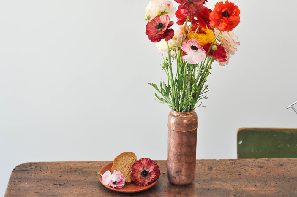 to-be-magnetic-flowers-table