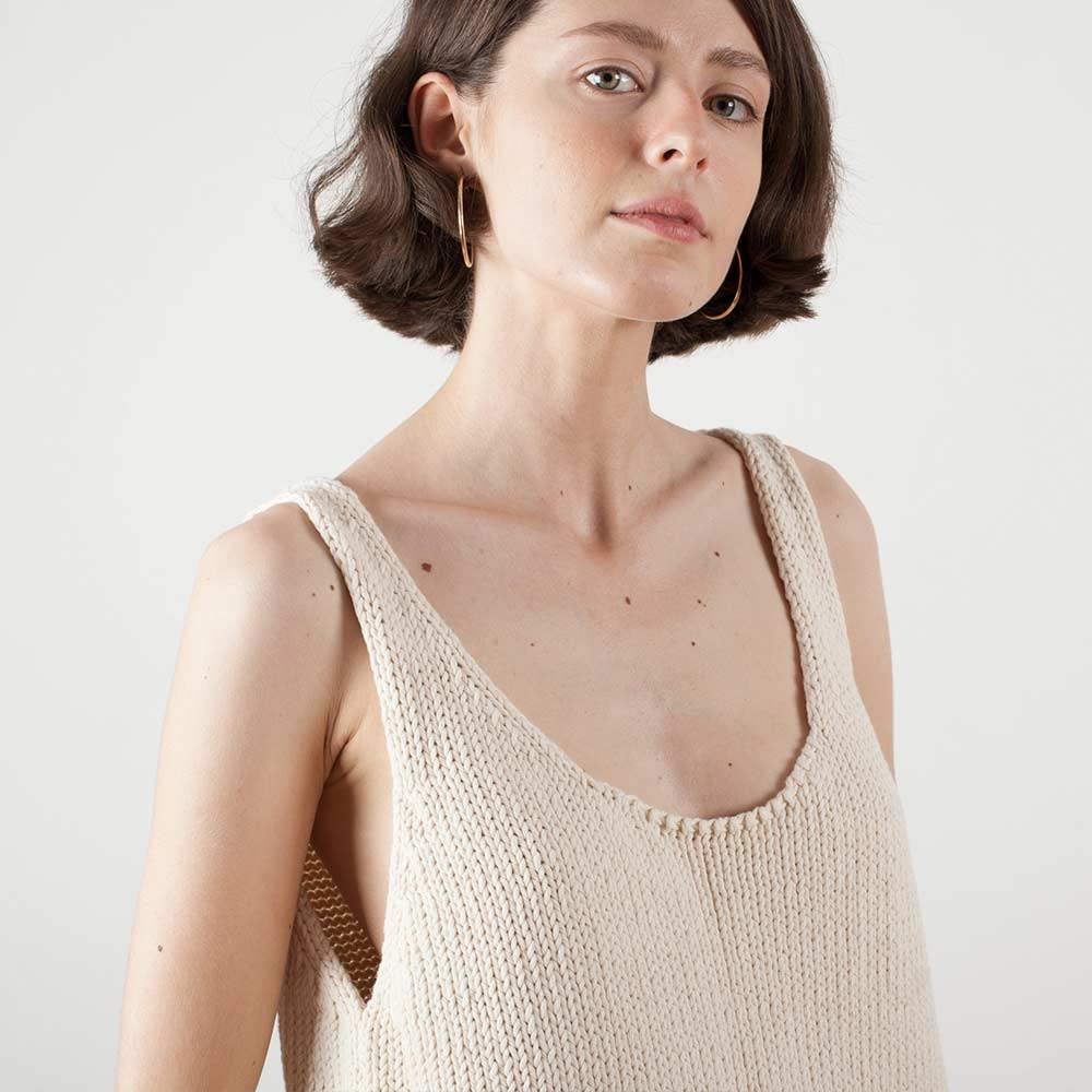 top-woman-no1-natural-model3.jpg