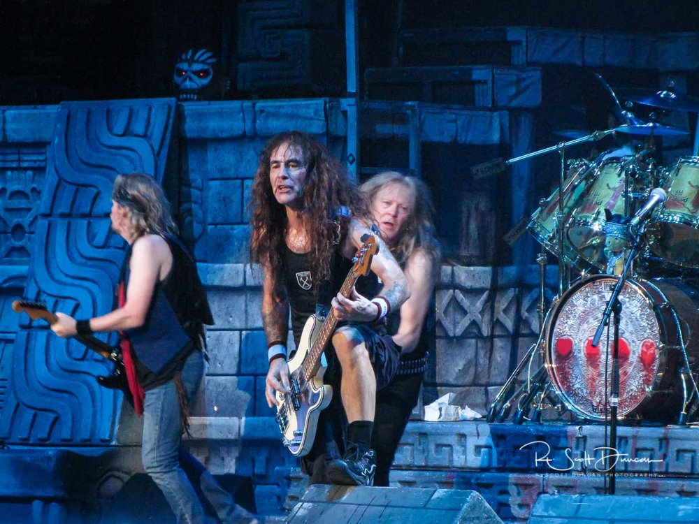 iron-maiden-steve-harris-bass-guitar-book-of-souls-tour-2017-b.jpg