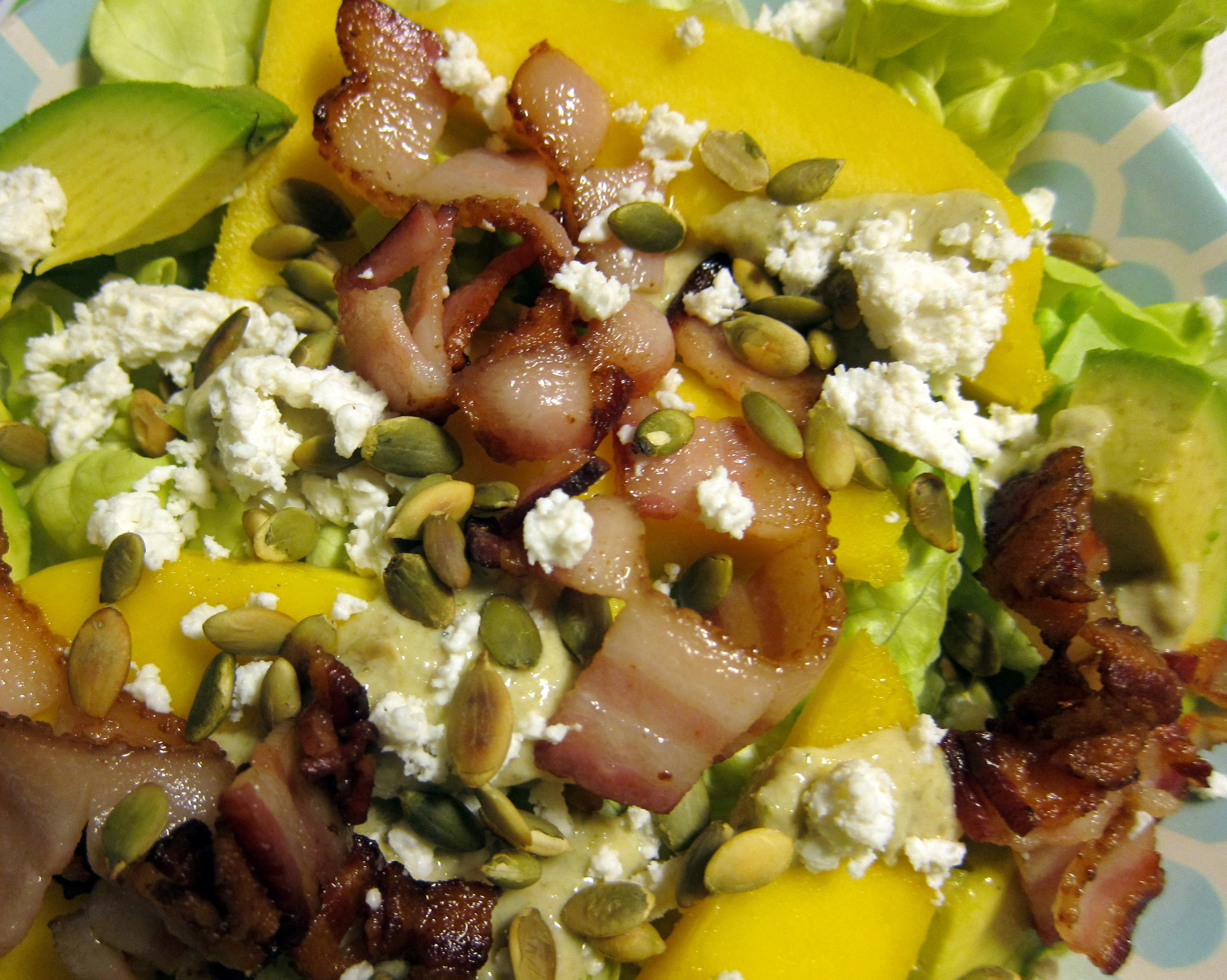 Ensalada de Aguacate y Mango con Queso Fresco, Tocino y Pepitas Tostadas: Avocado-Mango Salad with FResh Cheese, BAcon and Toasted Pumpkin SEeds