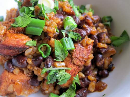 Arroz Rojo con Pollo y Frijoles Negros: Red Chile Chicken and Rice with Black Beans