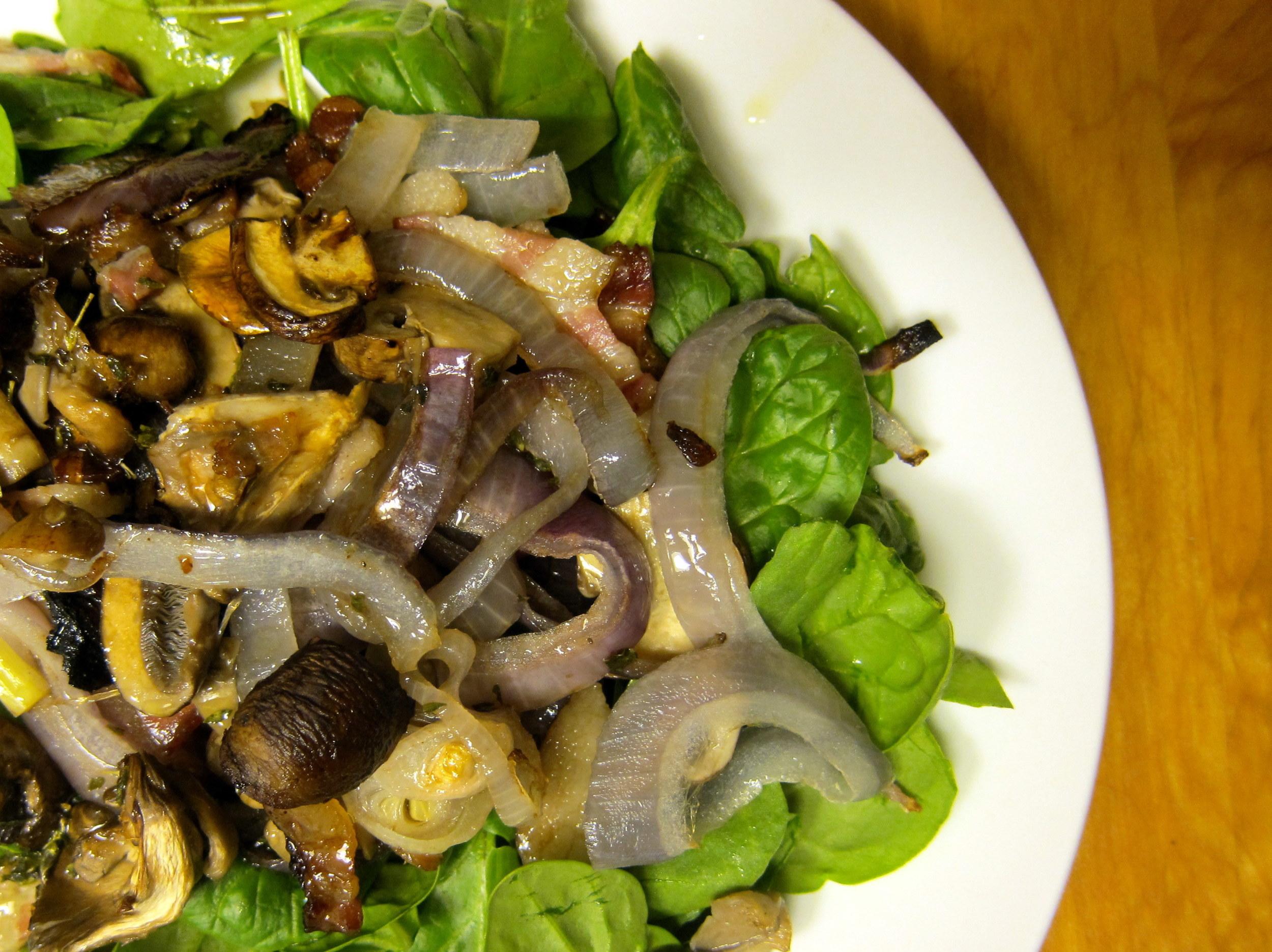Ensalada de Hongos Asados con Espinacas y Tocino: Roasted Mushroom Salad with Spinach and Bacon