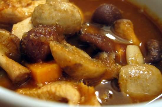 Chileatole Rojo de Pollo: Red Chileatole with Mushrooms, Chicken and Zucchini