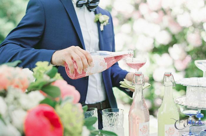 Spring cocktails, Wedding bar. Celsia Floral.