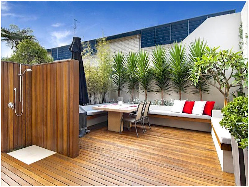 Balmoral NSW Modern courtyard transformation using natural elements to create a defined outdoor living space
