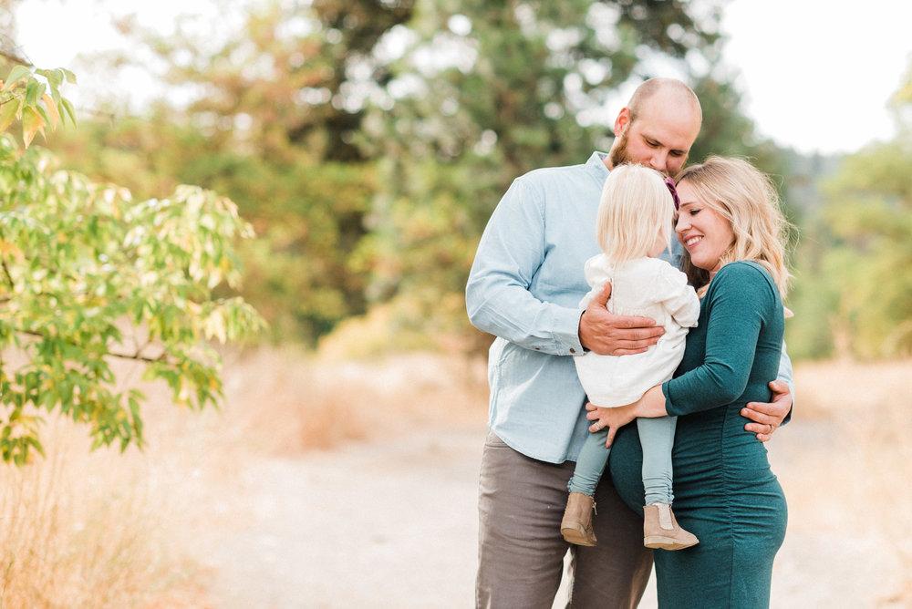 spokane_fall_family_maternity_session (13 of 16).jpg