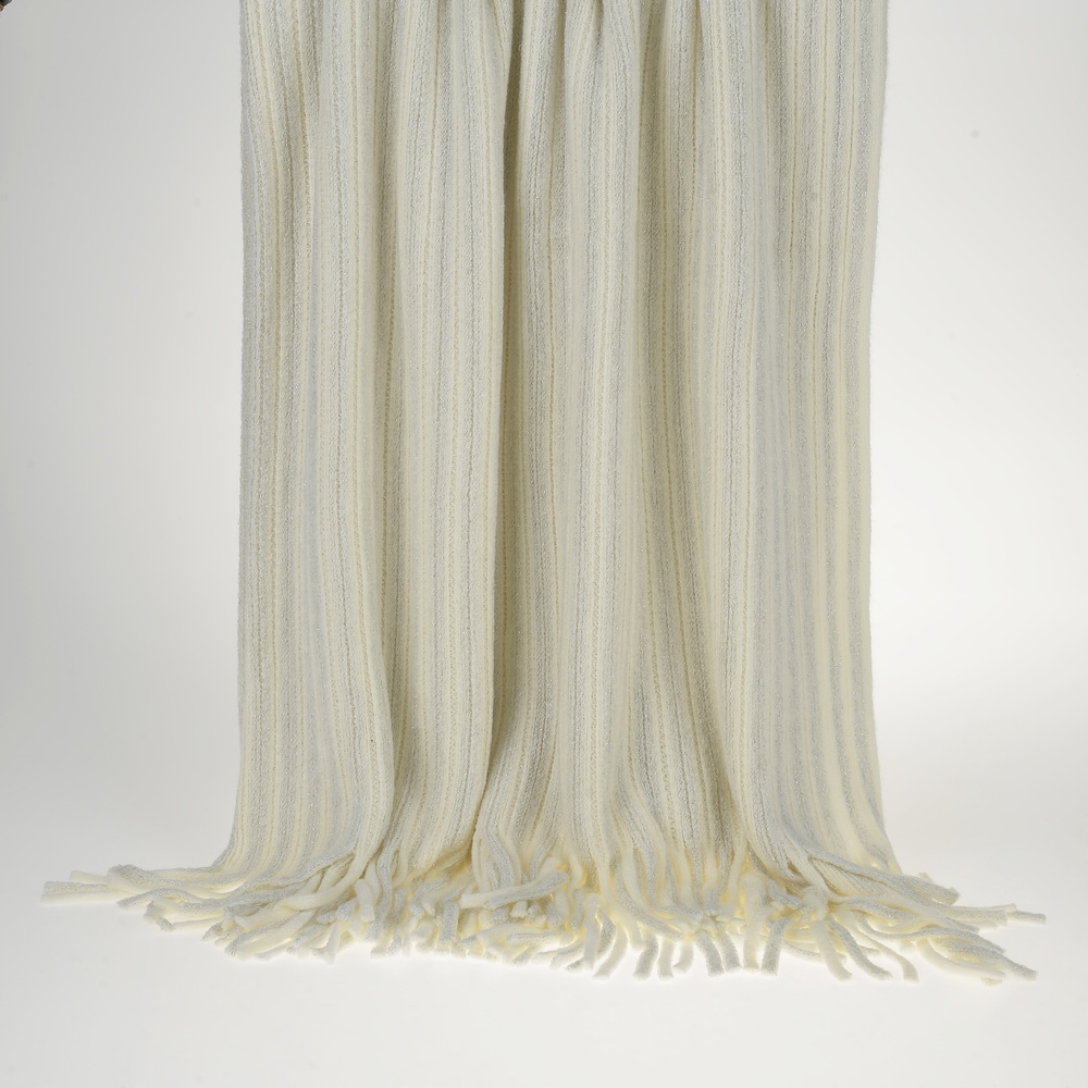 €50 KNITTED THROW IN IVORY COLOR WITH FRINGES 130X150