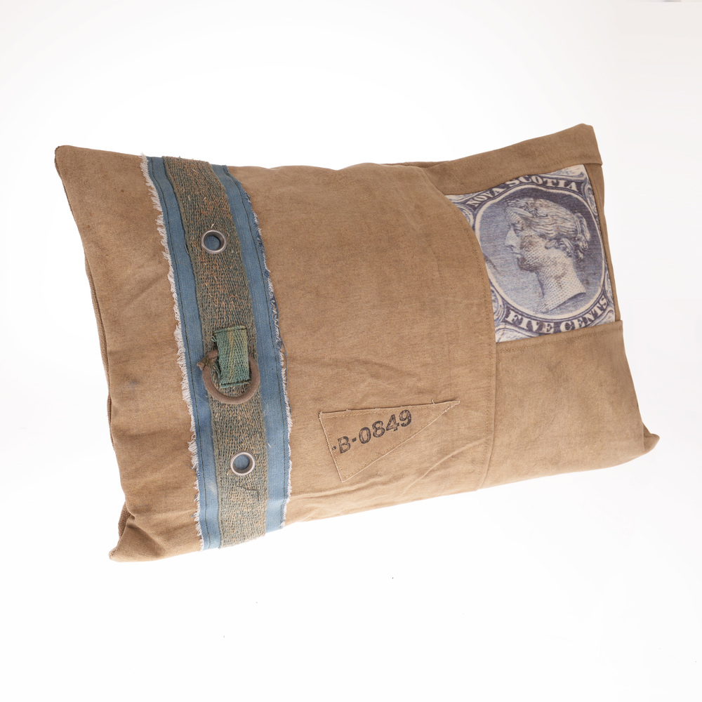 €52 FABRIC CUSHION IN BEIGE COLOR 60X40