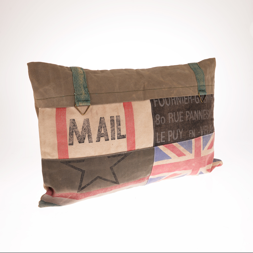 €52 FABRIC CUSHION ENGLAND 60X40