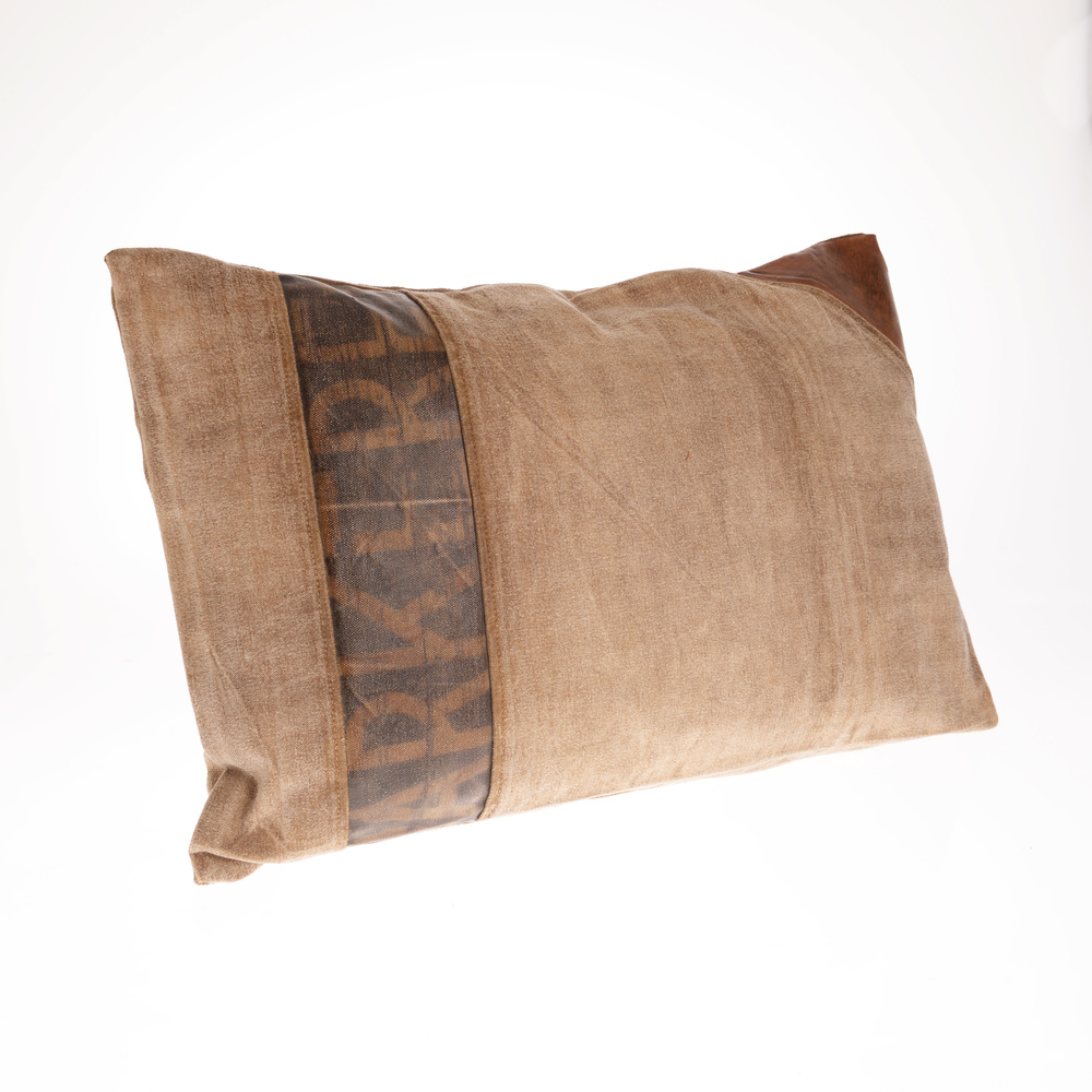 €52 FABRIC CUSHION IN BEIGE/BROWN COLOR 60X40