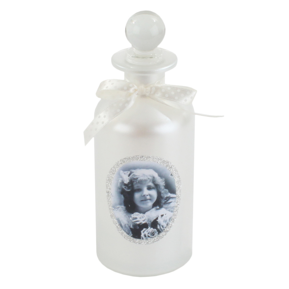 €12 GLASS BOTTLE IN WHITE COLOR W/LITTLE GIRL 7X20