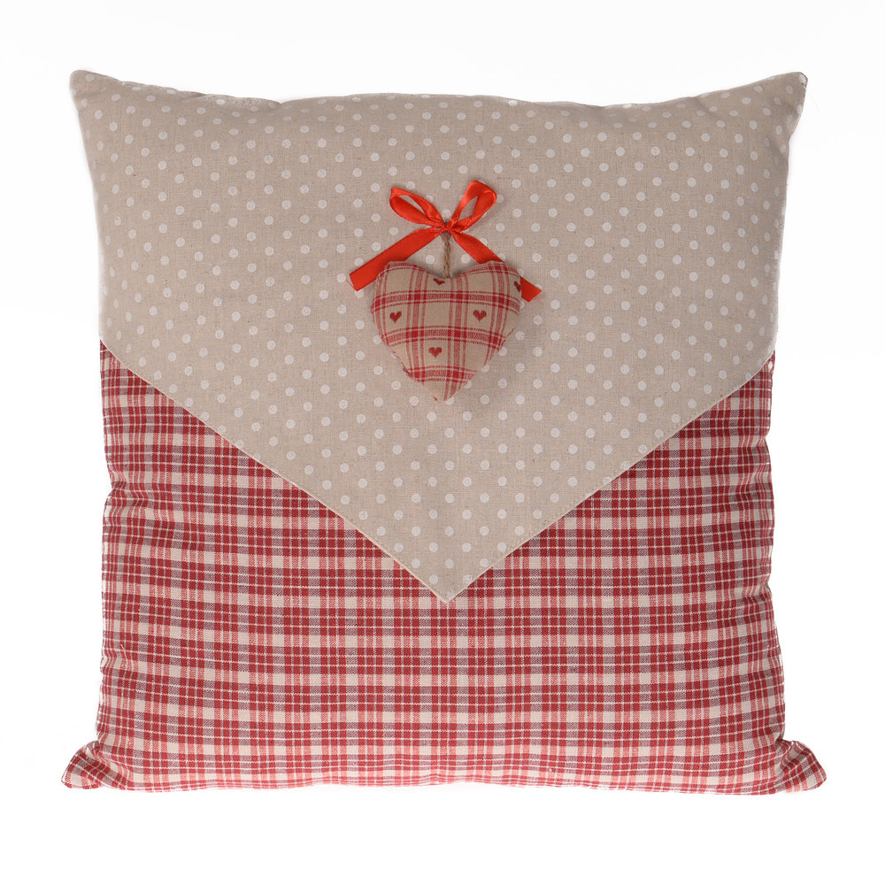 €26 FABRIC FILLING CUSHION W/RED HEART 40X40