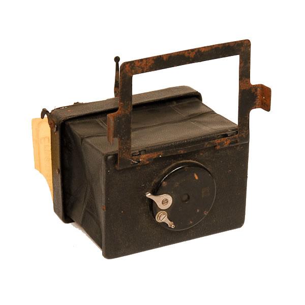 Erneman Liliput Camera   Made from 1914-1926. Folding-bellows vest-pocket camera. Note the folding frame finder.