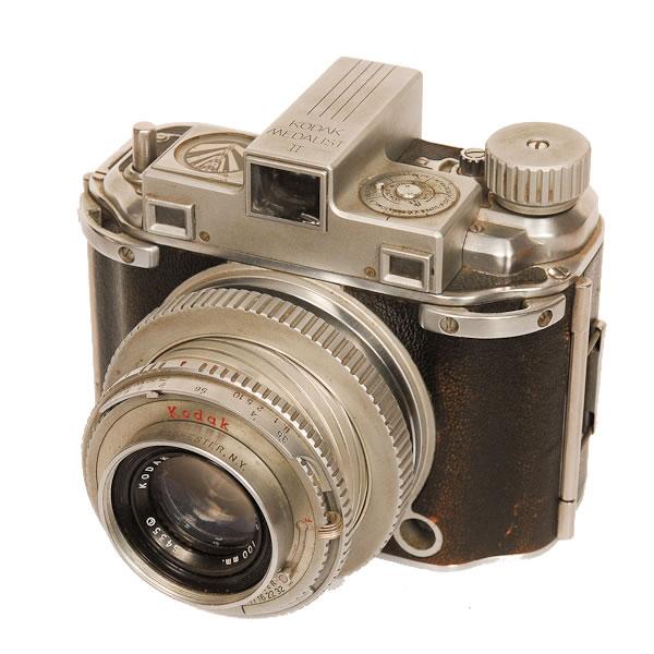 Kodak Medalist 2   1946-1953. A very heavy camera over 2 lbs. The Kodak Medalist II SLR used 620 film. They used a split image range finder.