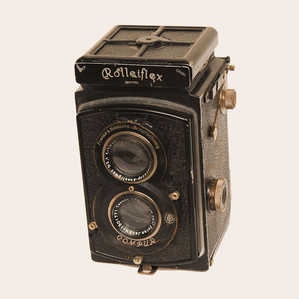 Rolleiflex Old Standard   1932-1938. 6x6 on 120 fiim TLR. The first Rolleiflex models #1()serial numbers 1-199,999) were introduced in 1929. This camera an Old Standard model, serial #317394 (#200,000-567,550) has a Zeiss Tessar f3.8/75mm push on lens.