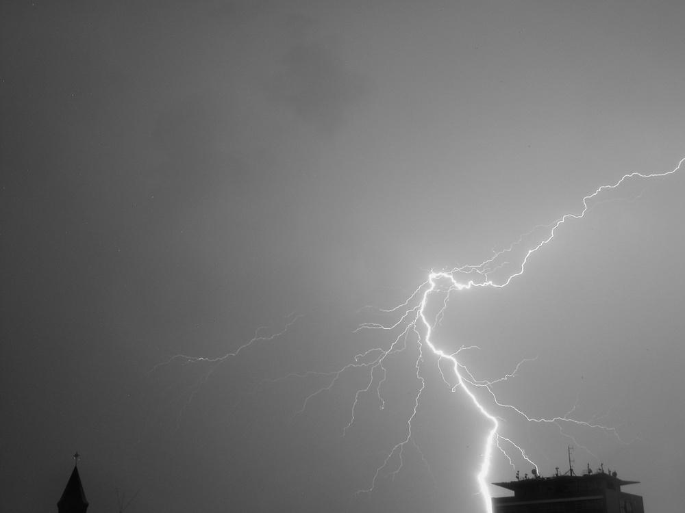 Lightning Oberhausen 05/2003   © photo by AJ Weissbard