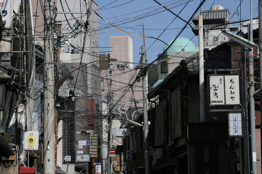 Powerlines 1 Kyoto 04/2004   © photo by AJ Weissbard