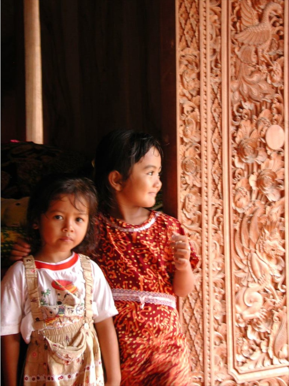 Sisters Tenganan, Bali 12/2001   © photo by AJ Weissbard