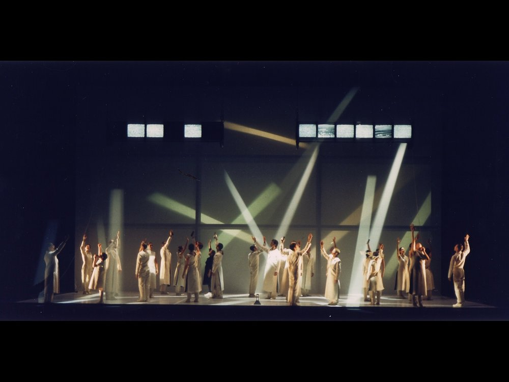 70 Angels on the Façade Piccolo Teatro Milan, 1998 (photo courtesy of Change Performing Arts)