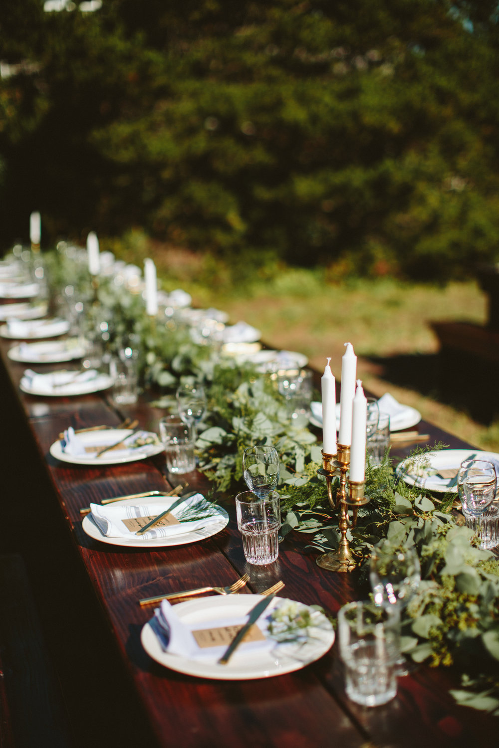 Simple dinner table setting - The Bride S Mom Made The Napkins To Complete This Charming And Simple Table Setting