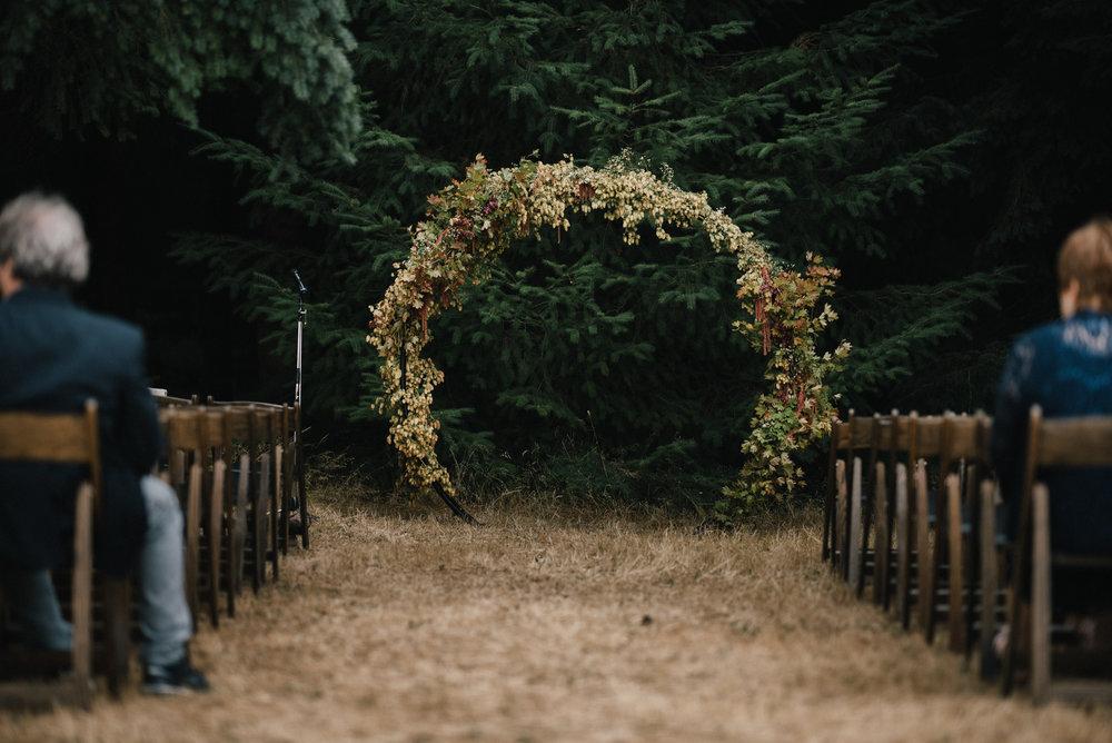 Circular wedding arch Kailla Platt KN-181.jpg
