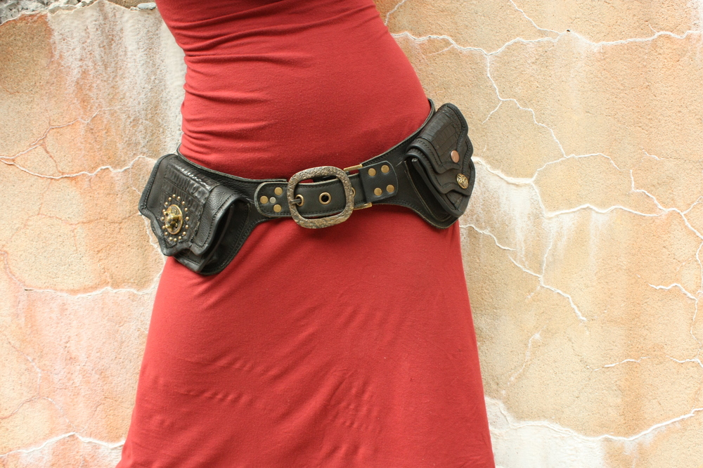 spin clasp pocket belt