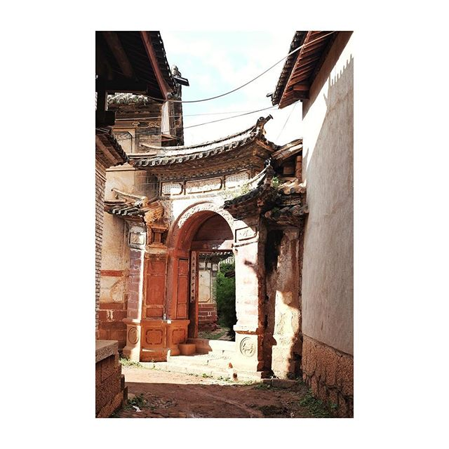 Tbt to Shaxi, we already miss searching for historic hidden courtyeards... #wanderlust #travel #picturedbyus #yunnan