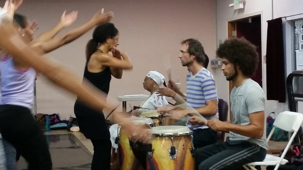 Fabio (in track pants) drumming for Rosangela Silvestre at her last workshop for the company. Photo by Anna B. Scott
