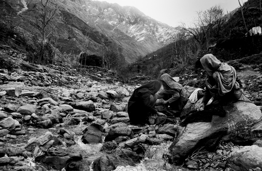 Villagers washing clothes thousands of feet up near the LOC, Kashmir, Pakistan, November 8, 2005. (Photo / Mark Pearson) The massive October earthquake in Kashmir affected one of the highest and most remote places on earth. Difficult terrain slowed the relief effort and the largest scale humanitarian air operations since the Berlin blockade began.