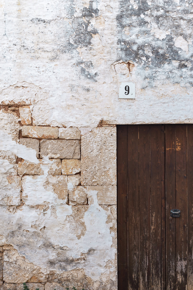 A rustic building in Alberobello