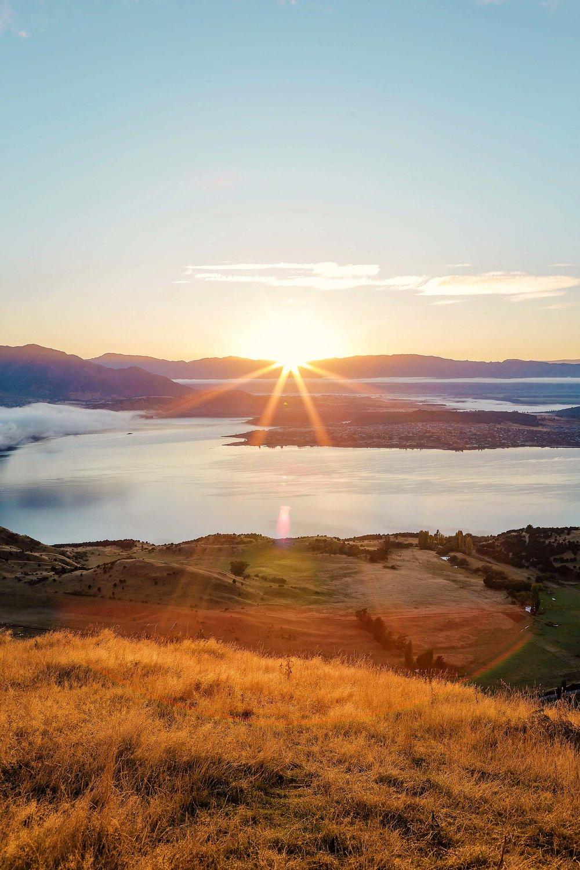 Sunrise over Lake Wanaka as seen from the Roys Peak hike