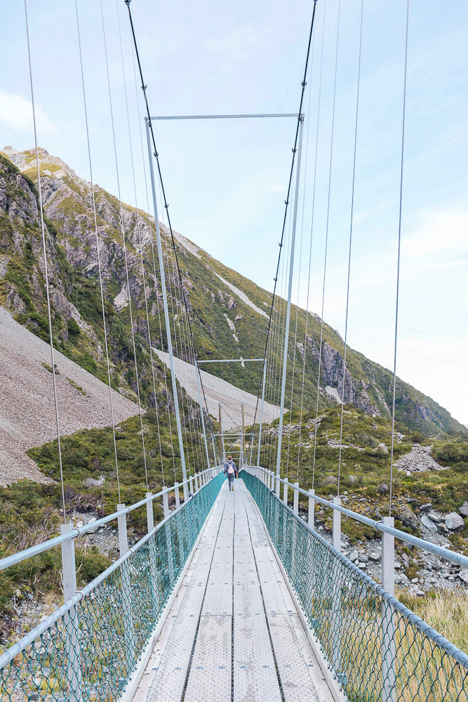 A great walk on New Zealand's South Island, the Hooker Valley Track!