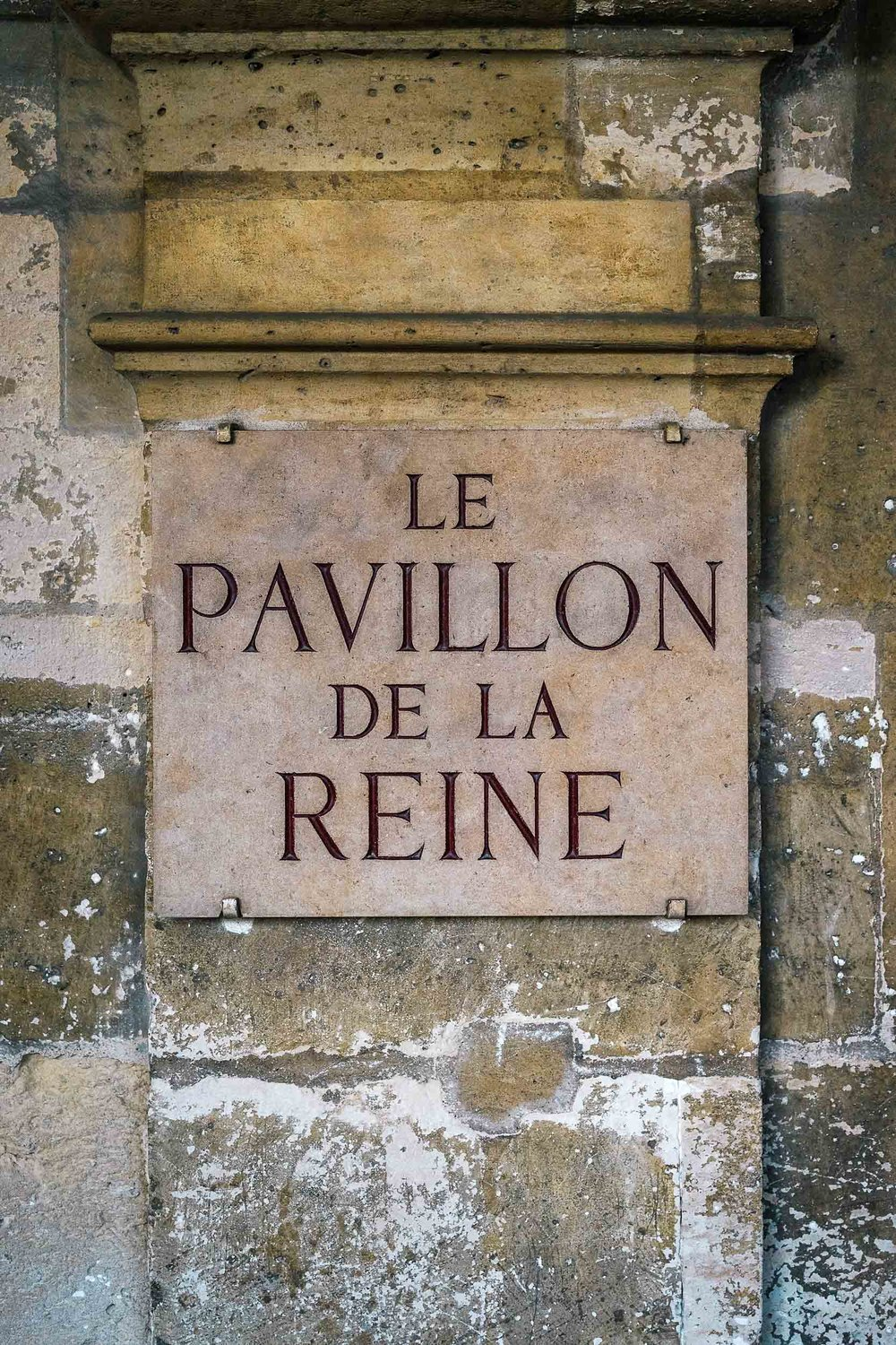 The most perfectly located hotel in Paris: le Pavillon de la Reine