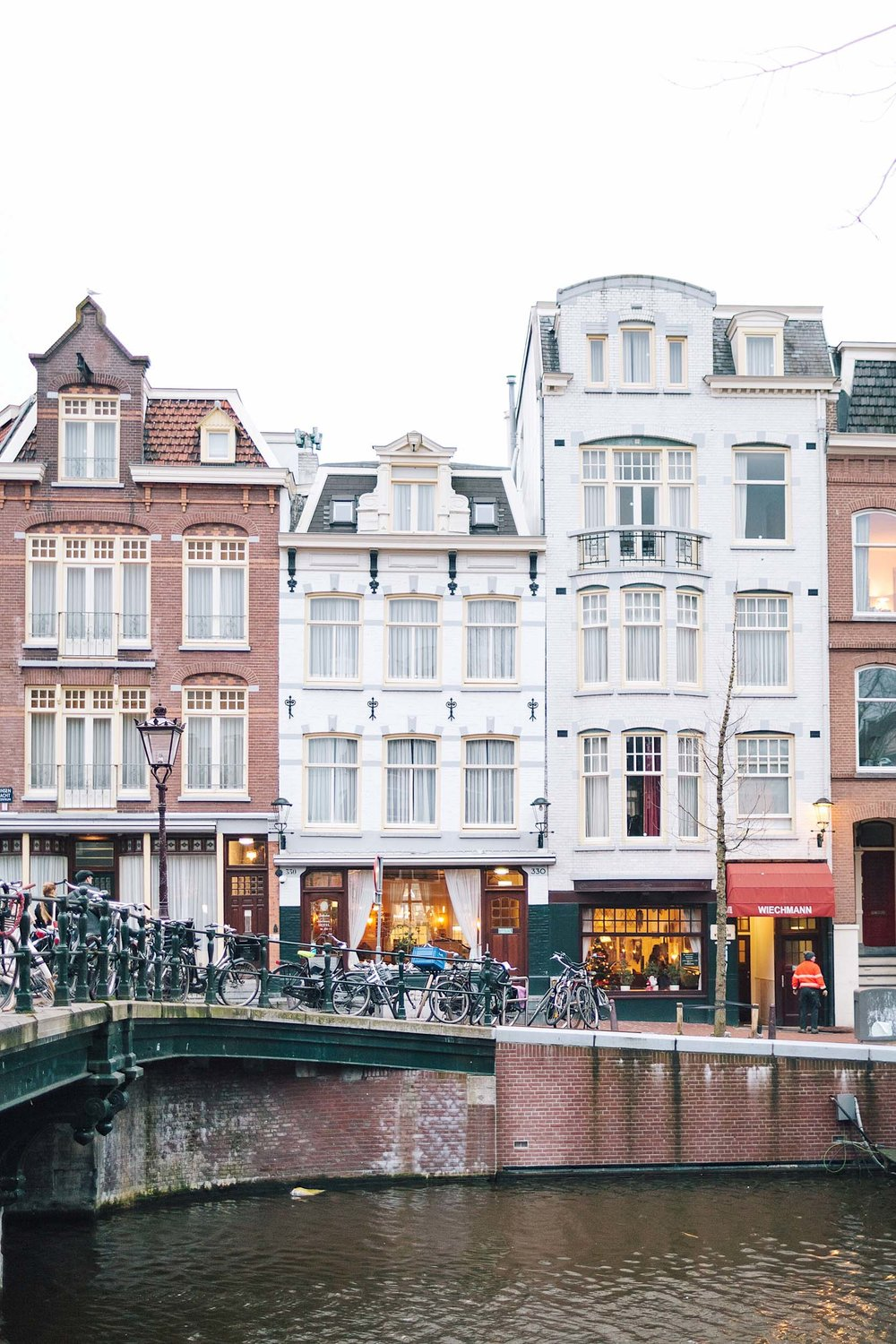 How to find the best 4 star hotels in Amsterdam