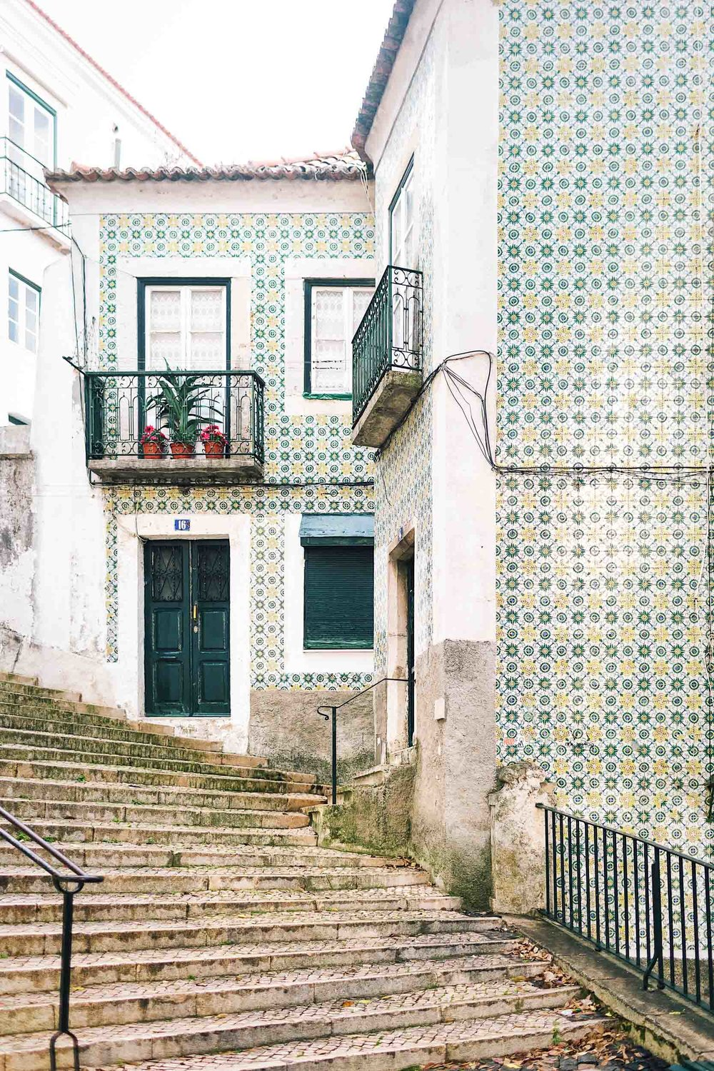 Getting lost in Alfama in Lisbon