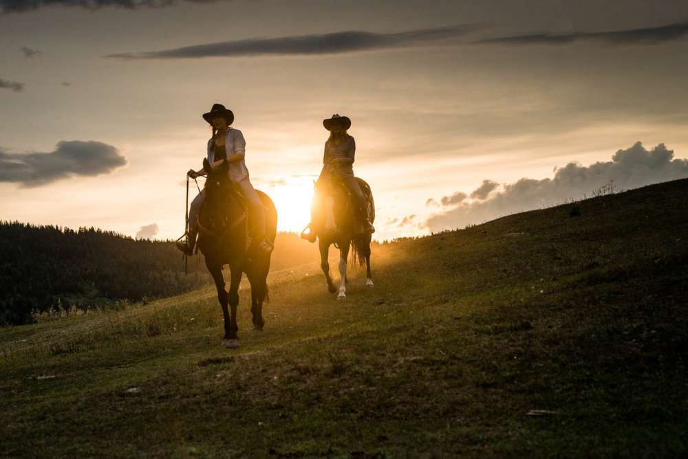 Sunset horseback riding at Kayanara Guest Ranch & Resort in Eagle Creek. Credit: Destination BC/Blake Jorgenson