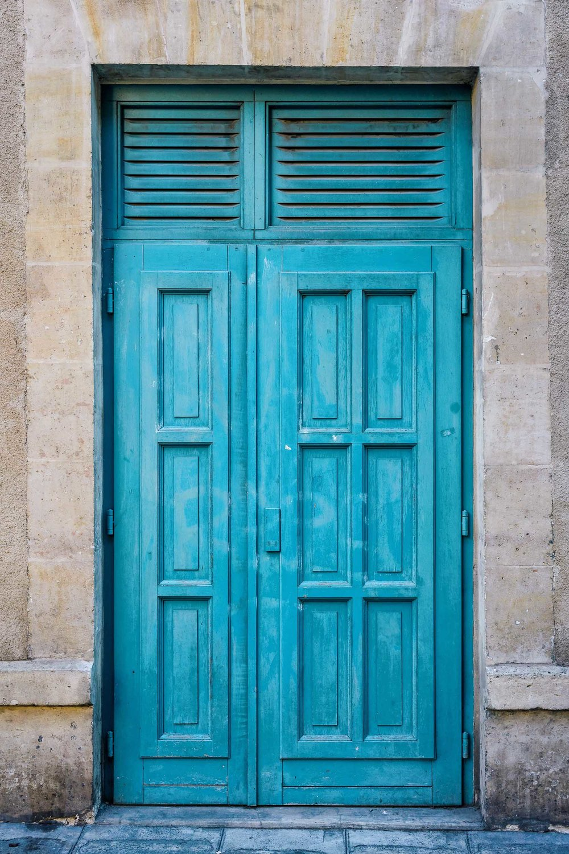 A turquoise door in le Marais