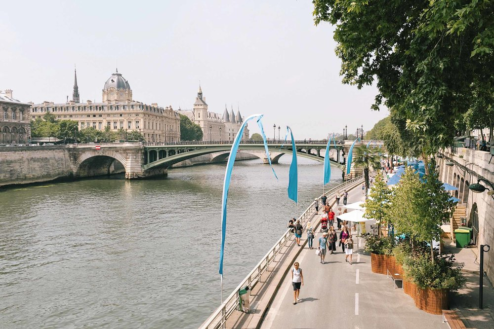 A summer day on the Seine