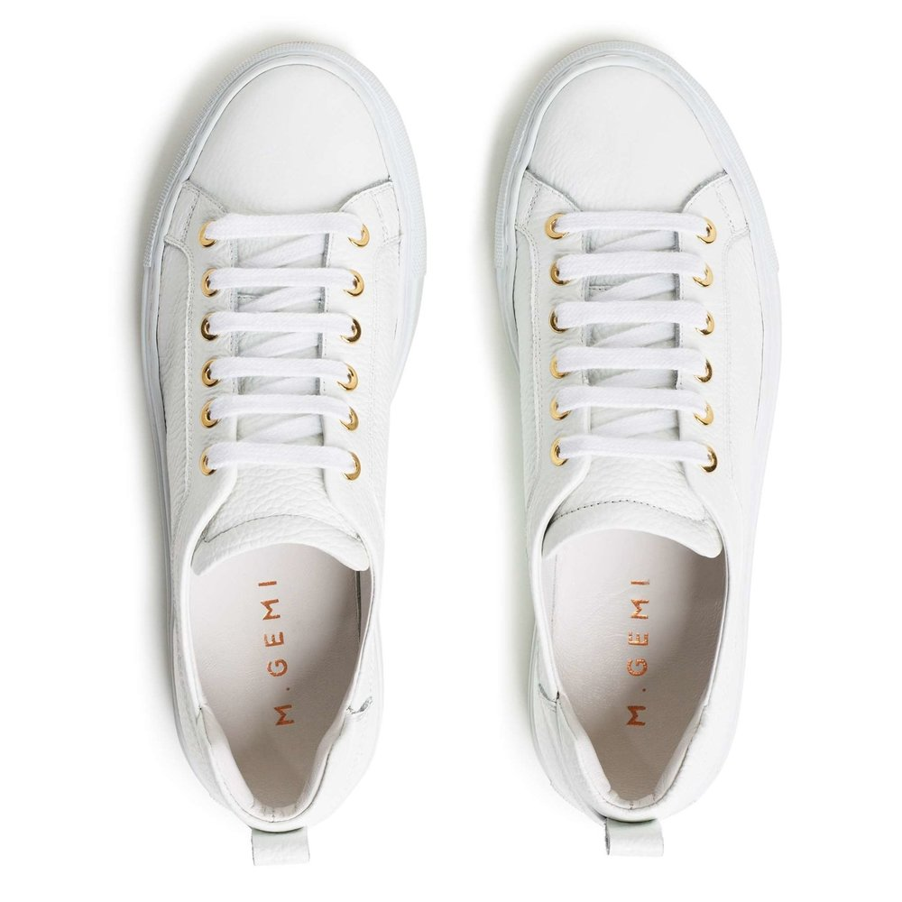 the best white sneakers for travel