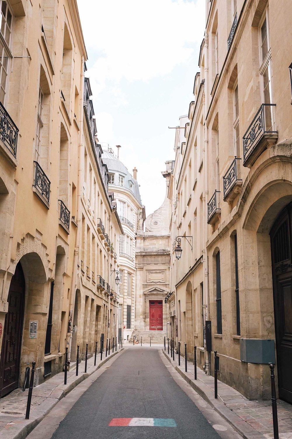 Paris itinerary 5 days - get lost exploring the neighborhood of Le Marais