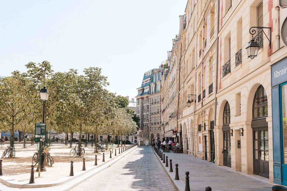 Place Dauphine, a place you must visit if you have one week in Paris