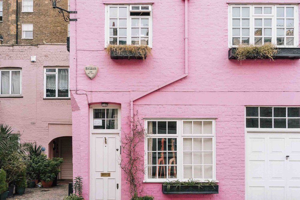 Wondering what to do in London in one day? Walk around colorful Notting Hill