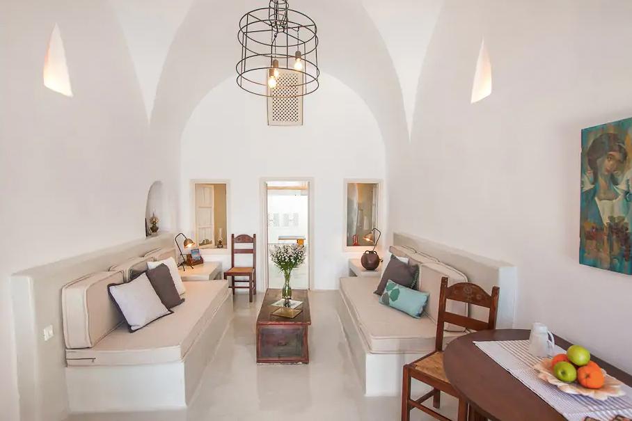 ckanani-airbnb-santorini-1-3.jpg