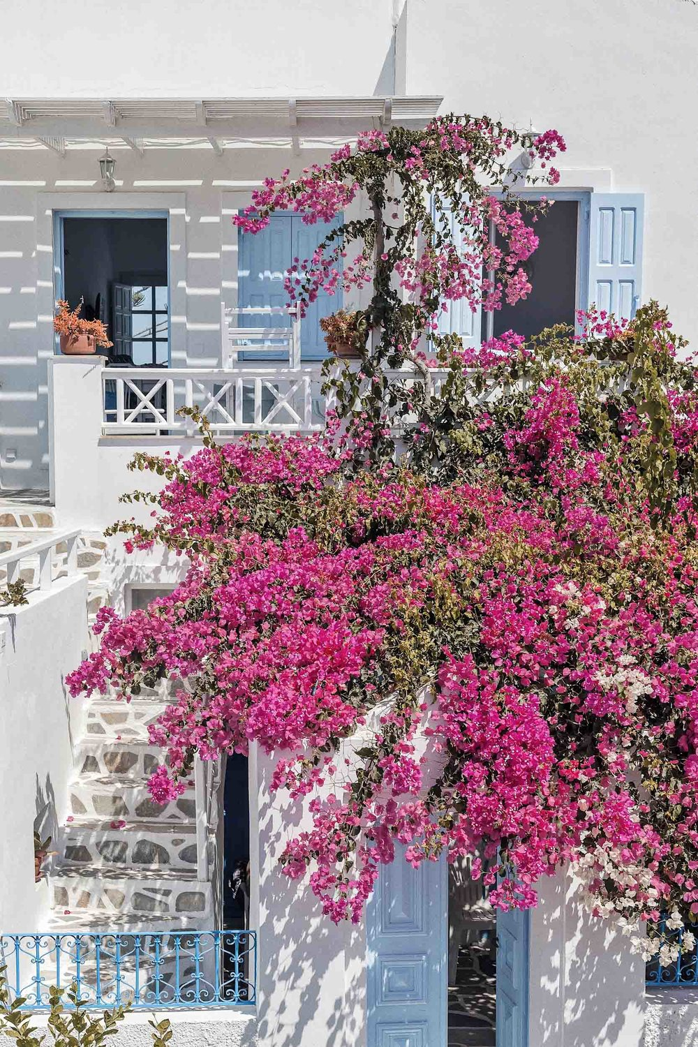 The best place to stay in Santorini: in the village of Oia in one of these Airbnb Santorini rentals
