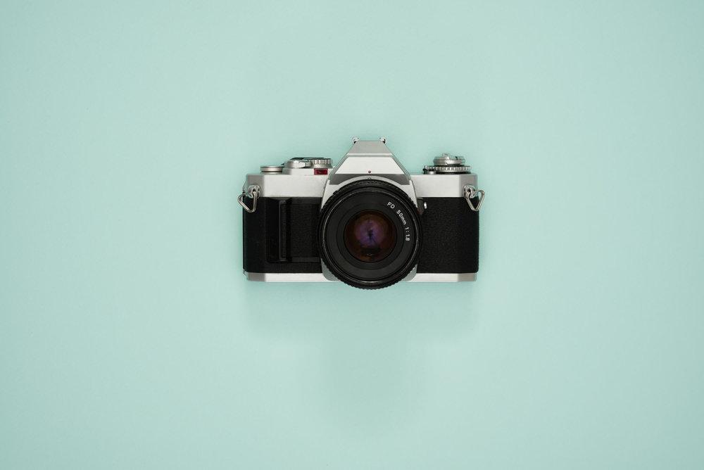 ckanani-vintage-photo-camera-on-a-turquoise-background.jpg