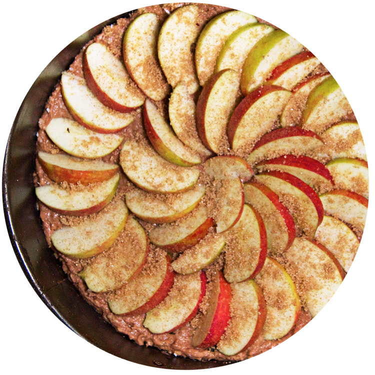 sukrin-cake-mix-apple-cake-bake.jpg